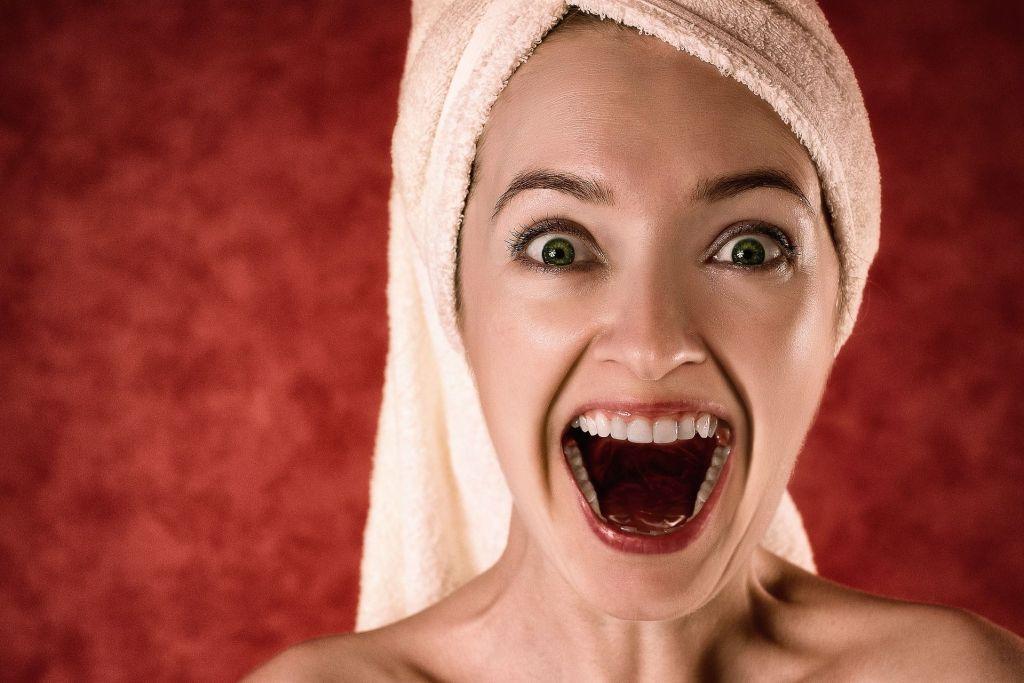 mujer toalla