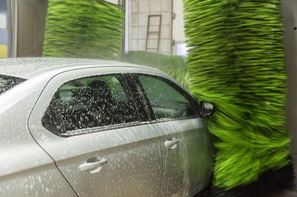 Laver sa voiture dans une station de lavage