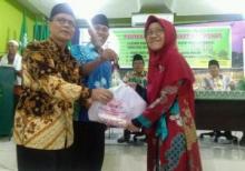 Berbagi itu Indah, Kl Lazismu Masjid Taqwa Bagikan 550 Paket Lebaran