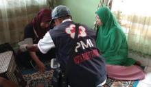 Kebakaran Hanguskan 13 Rumah di Ampang Gadang, Relawan PMI Bukittinggi Berikan Pertolongan