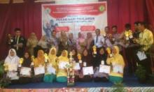 Lima Penghargaan, MA KMM Padang Panjang Jadi Juara Umum English