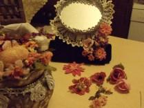Çiçek yerleştirmesi en zor tarafı, o kadar çiçeğin arasında güzel bir orantıyı yakalayamam...Bayağı uğraşırım.