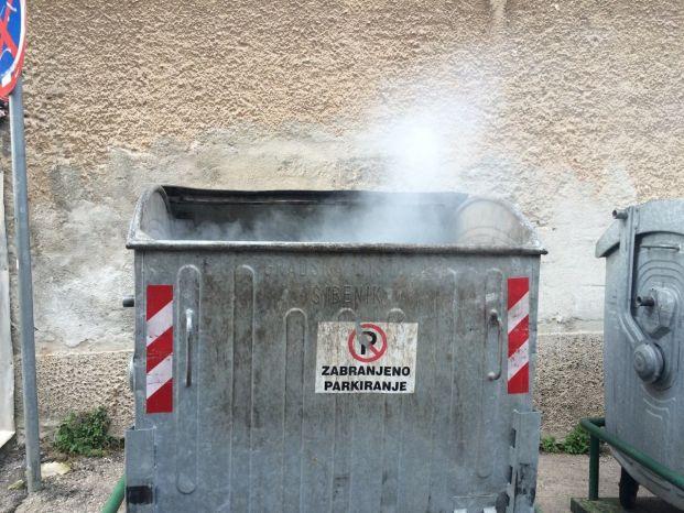 kontejner gori (2)