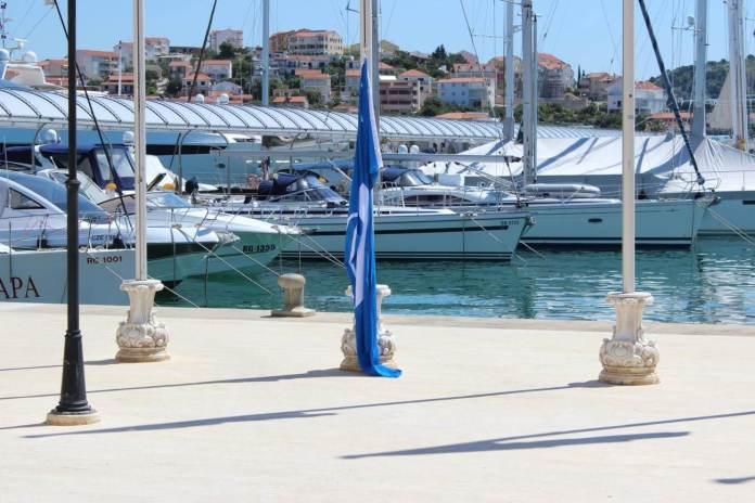 marina frapa plava zastava