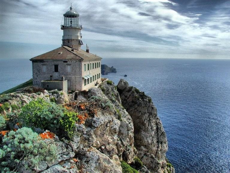 Palagruža lighthouse, Adriatic lighthouses, holiday lighthouse, www.zadarvillas.com