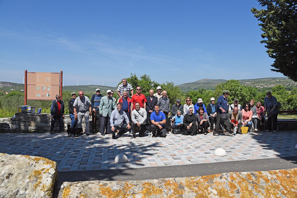 Na Međunarodni dan muzeja štićenici 'Cvjetnog doma' posjetili arheološki lokalitet Danilo – Šibenski portal