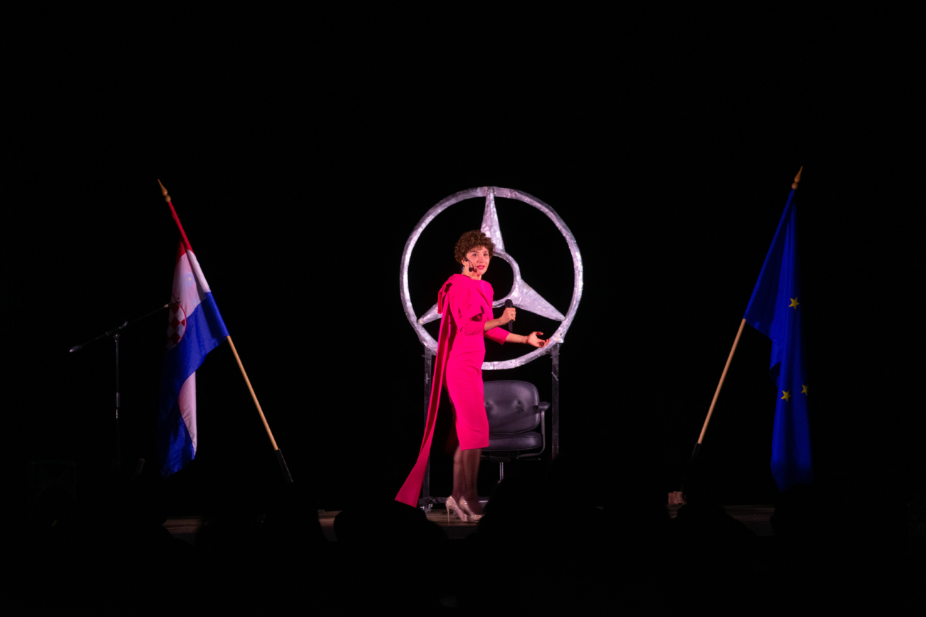 Ecija Ojdanic i predstava Vla vla vlajland cabaret_4