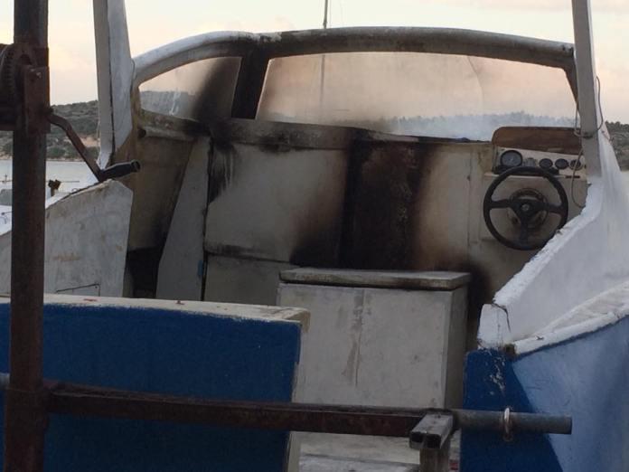 brod izgoren pozar izgorio dolac