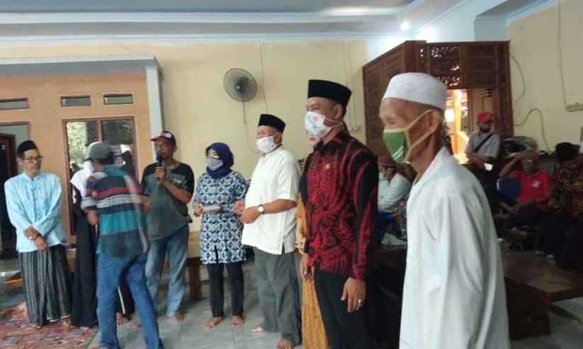 Kepala Desa Cimangenteung Kec. Rangkas Bitung Bagikan Santunan Anak Yatim dan Fakir miskin