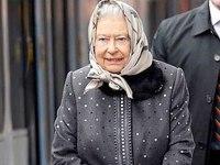 İngiltere alarmda: Tanrı Kraliçe'nin maillerini korusun!