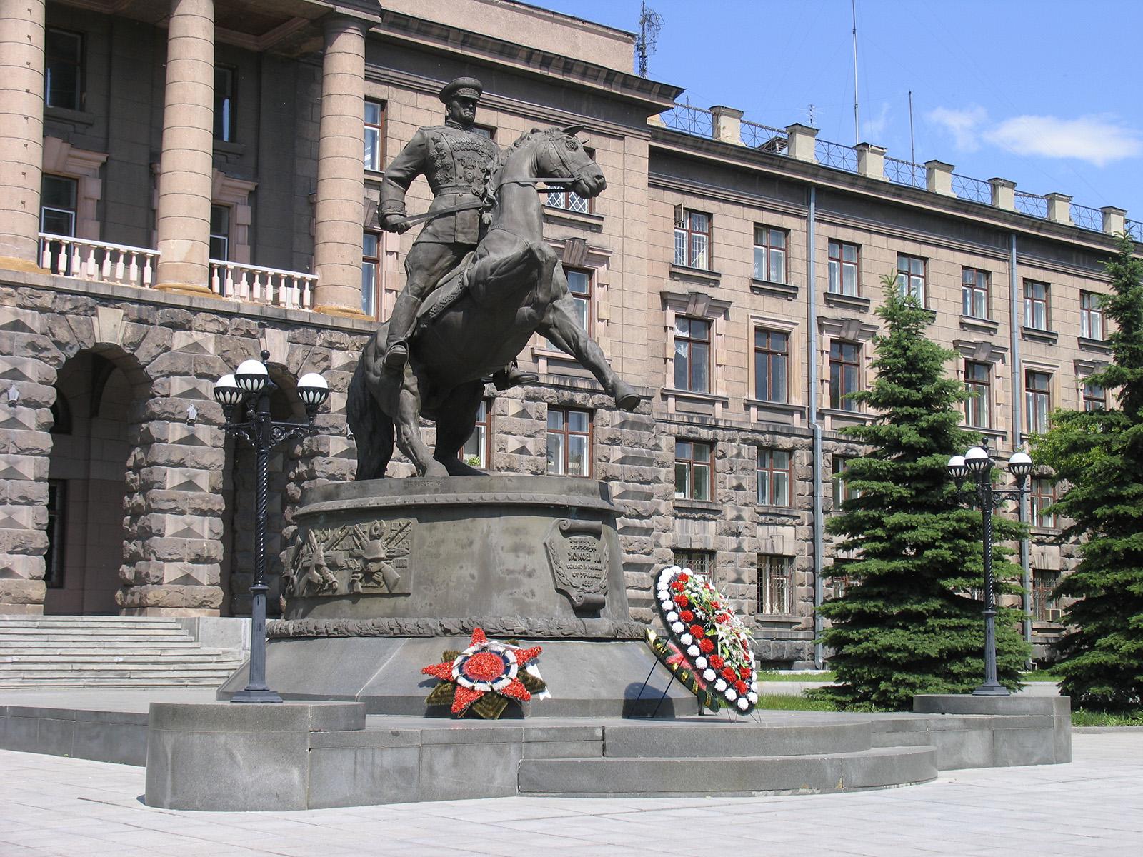 Памятник маршалу Жукову г Екатеринбург _2
