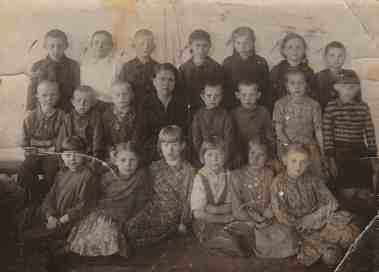 7.serija_Tomskas apgabals 1949.Novonikolajevka un Baturina_Zebauere Mara 1949.g.1.klase, 1.r.no labās otrāNovonikolajevka