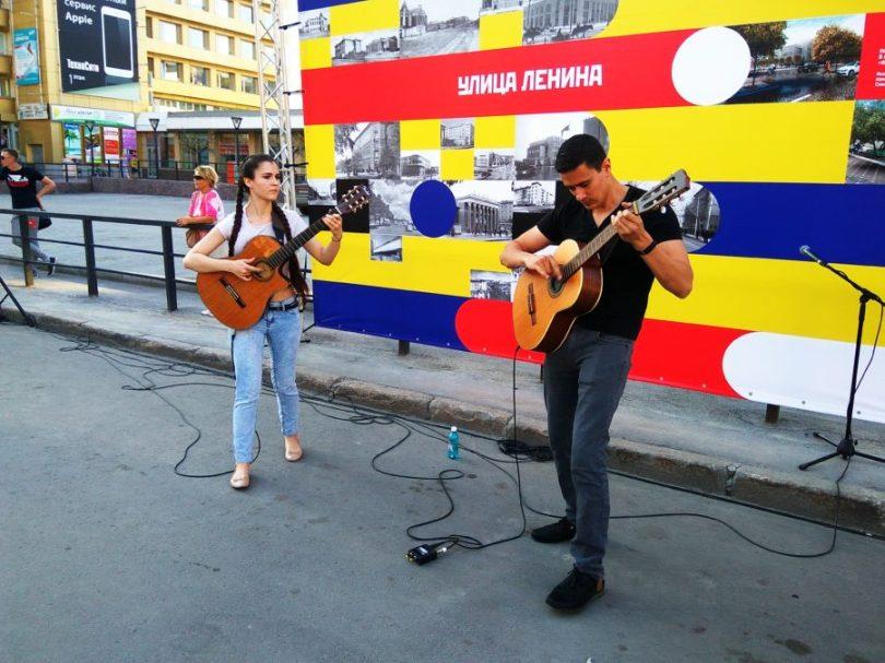 Уличные музыканты на Ленина. 5 августа
