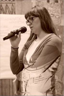 Юлия Чурилова. Открытая дискуссия: «Судьба новаторского искусства в Новосибирске». Фото Александра Симушкина