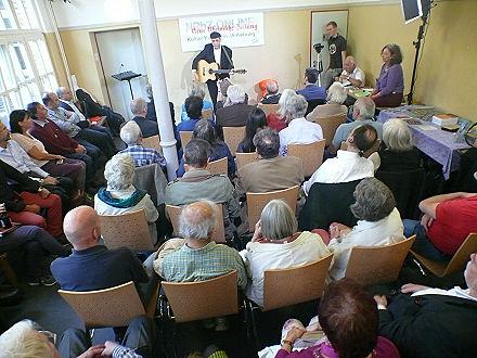 Auftritt des Musikers, Malers, Schriftstellers und Islamwissenschaftlers Anis Hamadeh