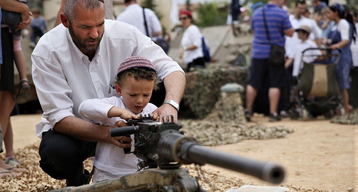 Photo-HEADER-Israeli-man-shown-his-son-how-use-use-a-machine-gun-israeli-children-gun-at-west-bank-settlement-efrat-Haaretz-1191×640