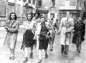 Partigiane e gappisti a Milano il 25 aprile 1945