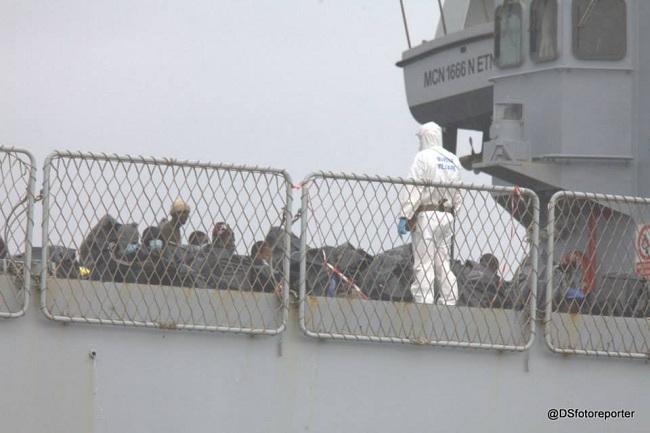 Sbarco profughi 26-12-2014 i (Sturiale)