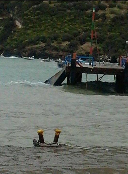 #Vulcano. Nave della Siremar incagliata nel porto TUTTE LE FOTO