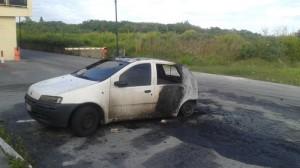 Auto incendiate Cutroni Zodda Barcellona 9-10-2015 a