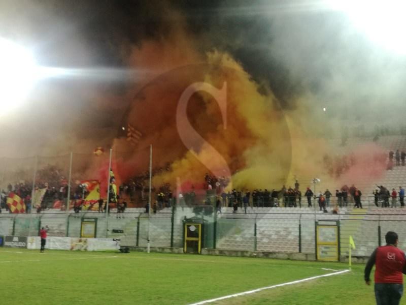 Messina eroico al San Filippo, Giulianova battuto in rimonta 3-2: peloritani in finale di Coppa