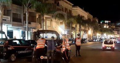 Milazzo, investe scooterista e lo abbandona sull'asfalto: denunciato 19enne ubriaco di Barcellona PG