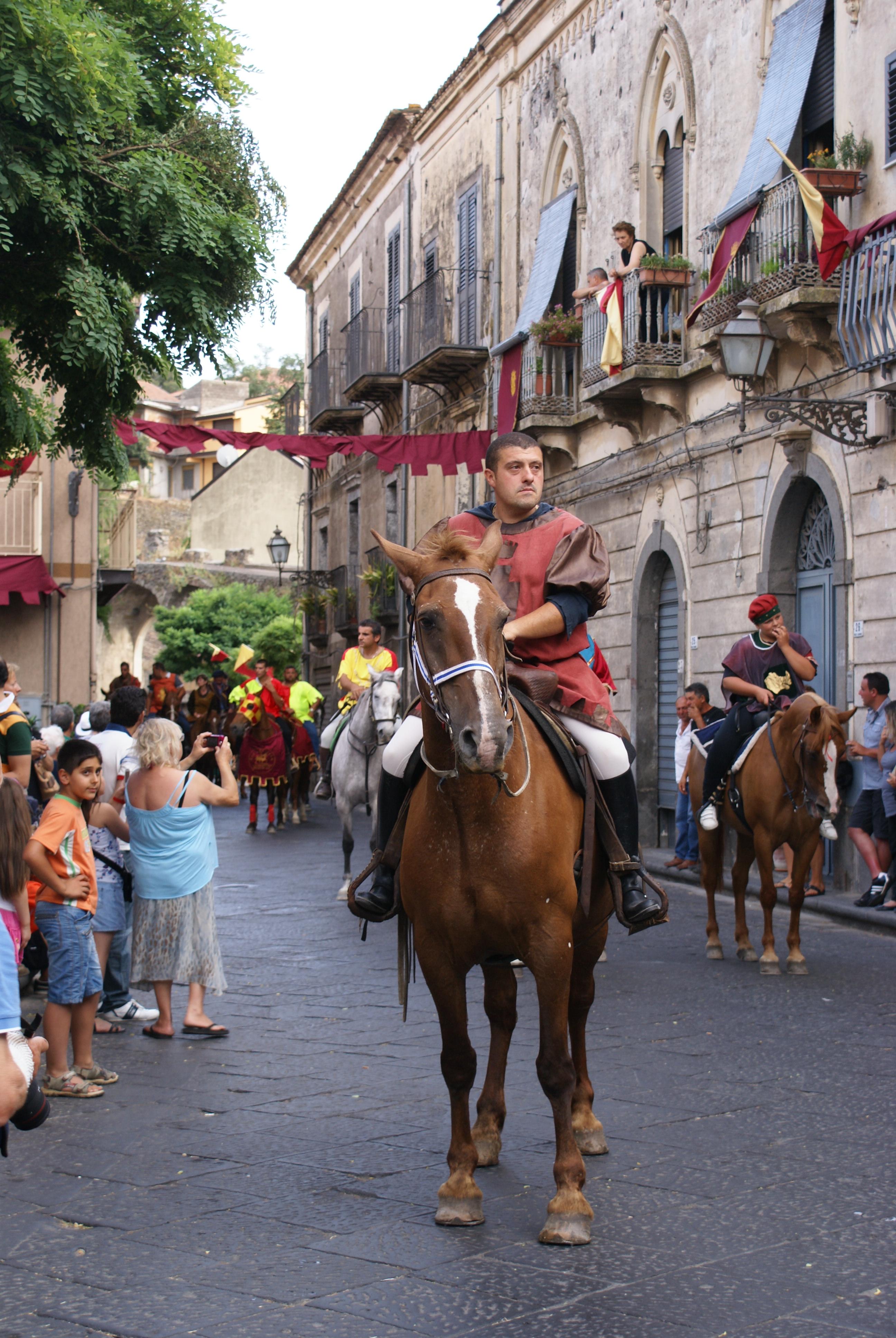 Festa Medievale di Randazzo (Ct). Corteo dei Cavalieri.