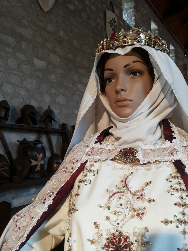 Abito nuziale di Eleonora d'Angiò confezionato da Katia Foti