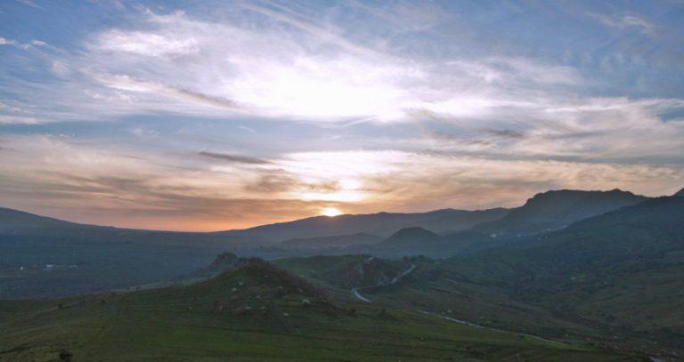 panorama sicilia al tramonto