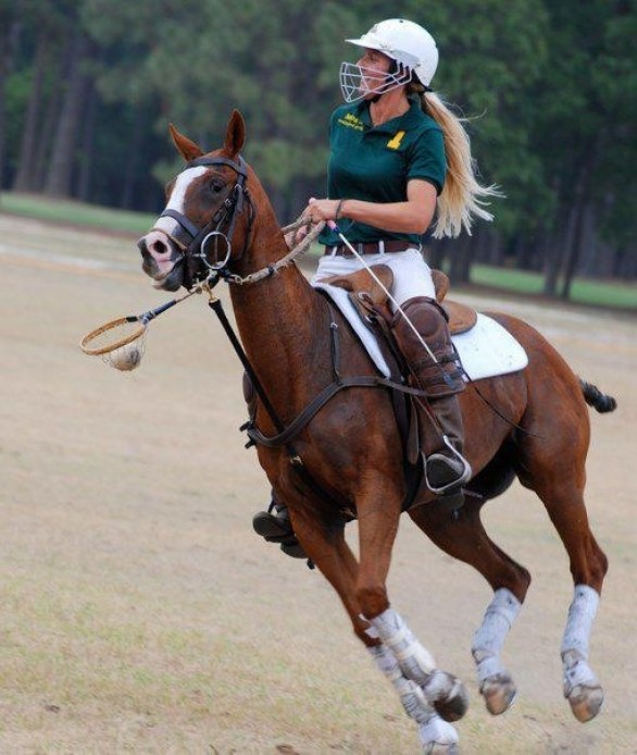 Kerstie riding in her Aussi stock saddle while playing polocrosse. (Photo courtesy of Kerstie Allen)