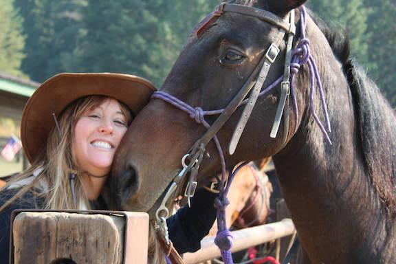 Paula Menakaya bonding with her horse. Photo by Anne Joubert