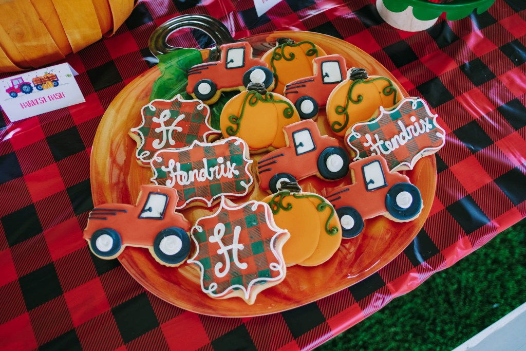 pumpkin themed birthday party, pumpkin theme party, pumpkin theme 2nd birthday, Fall Party, fall themed party