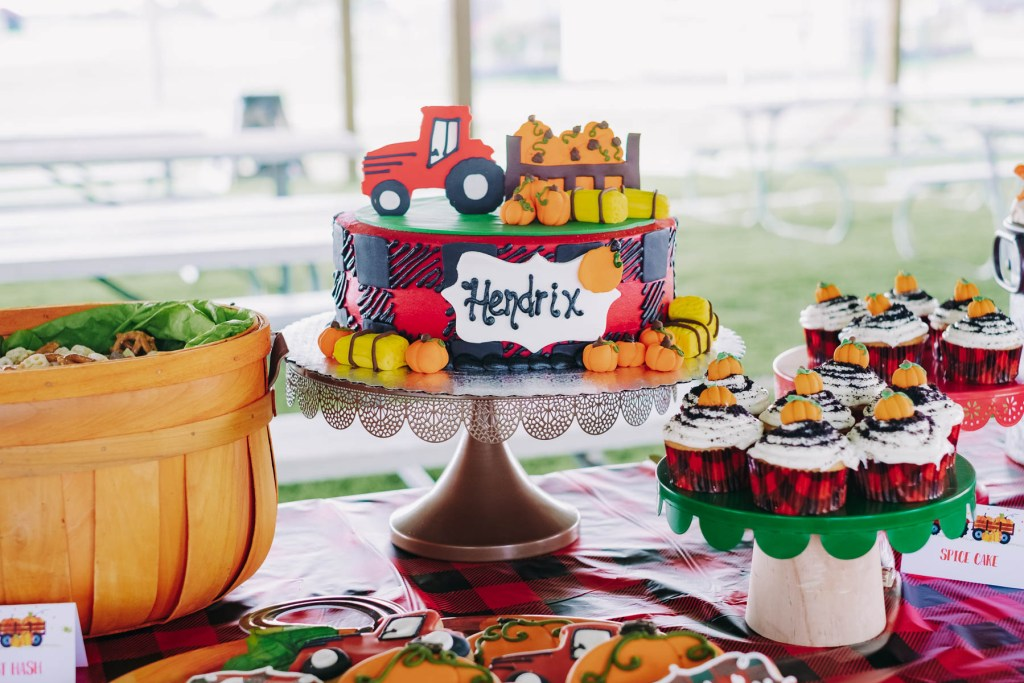 pumpkin themed birthday party, pumpkin theme party, pumpkin theme 2nd birthday, Fall Party, fall themed party