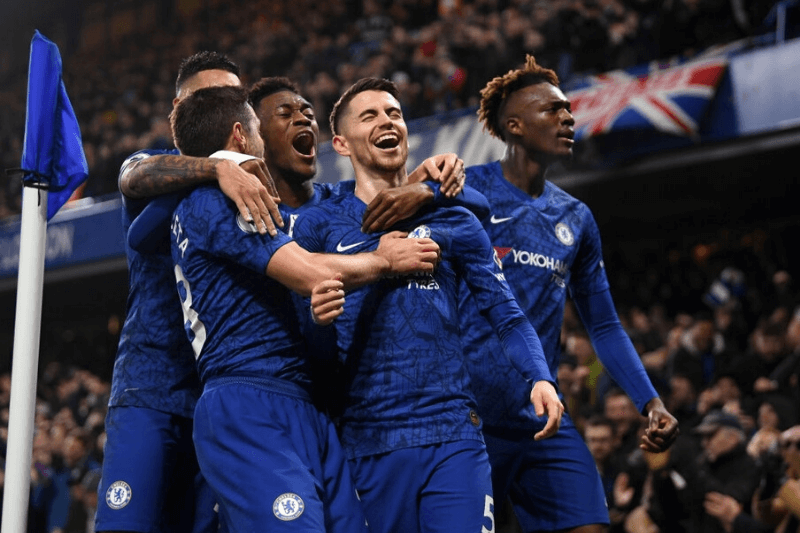LONDON, ENGLAND - JANUARY 21: Jorginho of Chelsea celebrates with Cesar Azpilicueta , Callum Hudson-Odoi and Tammy Abraham of Chelsea after scoring his team's first goal during the Premier League match between Chelsea FC and Arsenal FC at Stamford Bridge on January 21, 2020 in London, United Kingdom.