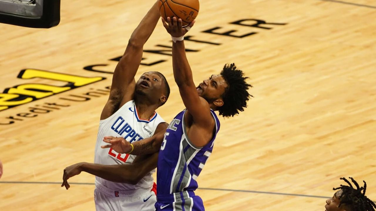 Jan 15, 2021; Sacramento, California, USA; Sacramento Kings forward Marvin Bagley III (35) shoots against Los Angeles Clippers forward-center Mfiondu Kabengele (25) during the fourth quarter at Golden 1 Center. Mandatory Credit: Kelley L Cox-USA TODAY Sports