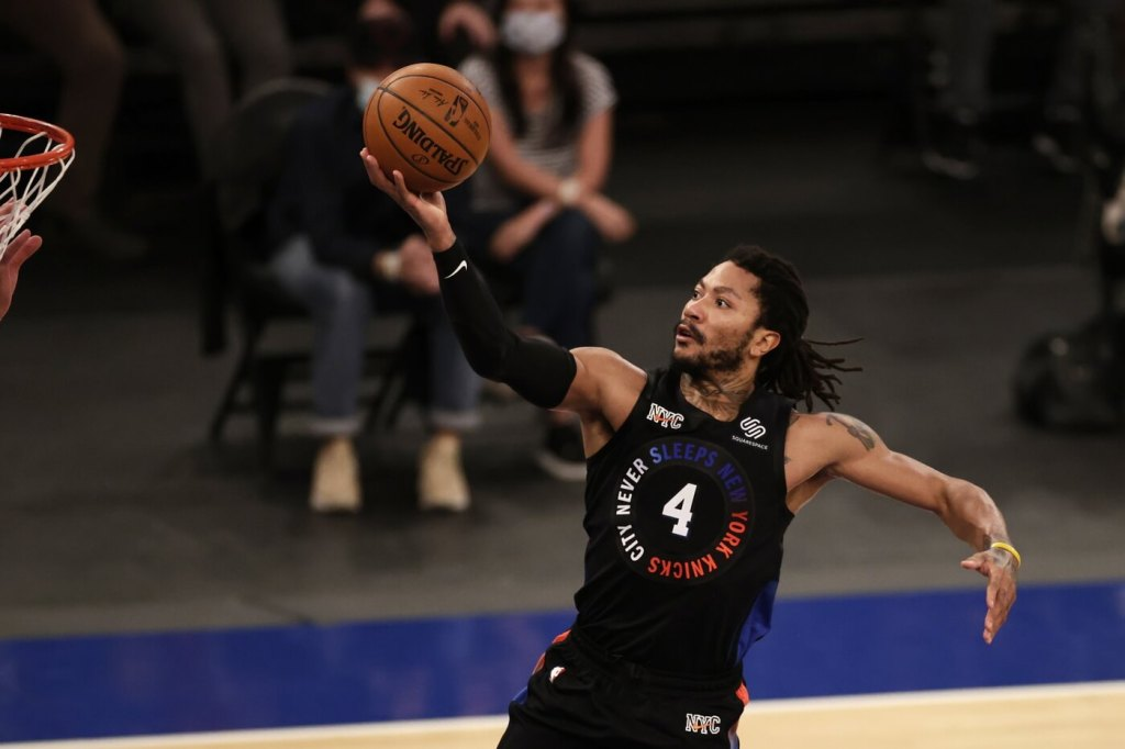 Apr 18, 2021; New York, New York, USA; New York Knicks guard Derrick Rose (4) drives to the basket against the New Orleans Pelicans during the second half at Madison Square Garden. Mandatory Credit: Adam Hunger/POOL PHOTOS-USA TODAY Sports