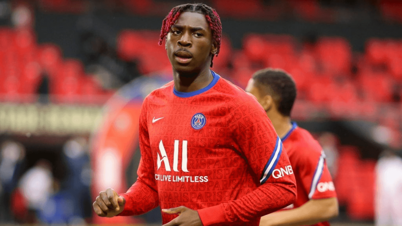 RENNES, FRANCE - MAY 9: Moise Kean of PSG during the Ligue 1 match between Stade Rennais and Paris Saint-Germain (PSG) at Roazhon Park stadium on May 9, 2021 in Rennes, France. (Photo by John Berry/Getty Images)