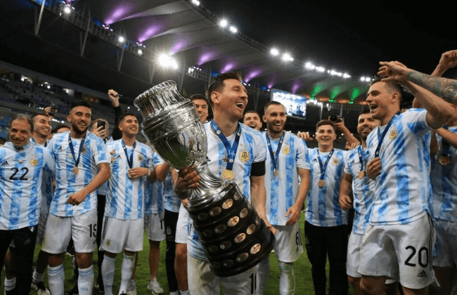 RIO DE JANEIRO, BRAZIL - JULY 10: Lionel Messi of Argentina smiles with the trophy as he celebrates with teammates after winning the final of Copa America Brazil 2021 between Brazil and Argentina at Maracana Stadium on July 10, 2021 in Rio de Janeiro, Brazil.