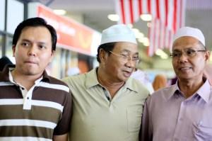 abah (kanan sekali) - Di Kuantan Airport