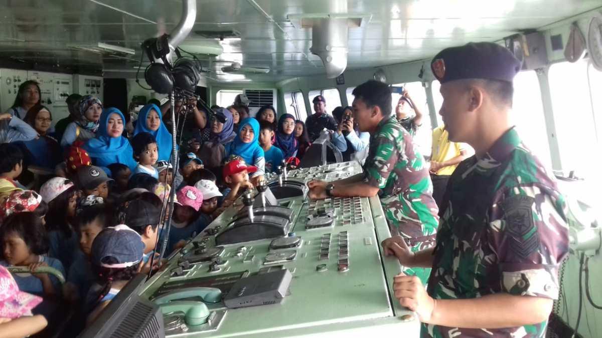Kolinlamil Jadi Destinasi Kunjungan Pelajar  Untuk Mengenal Kapal Perang TNI AL