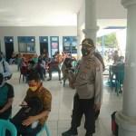 Anggota Polsek Kota Bangun Gelar Pengamanan Vaksinasi Massal