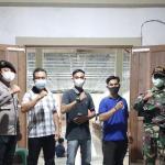 Sinergitas dan Solidaritas Babinsa Koramil Sejangkung Bersama Bhabinkamtibmas Laksanakan Pengamanan Gereja