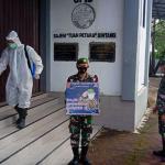 Batalyon Infanteri 642/Kapuas Laksanakan Penyemprot Desinfektan