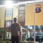 Kapolres Kutai Kartanegara Pimpin Apel Gabungan Patroli Skala Besar Dan Pembagian Bansos