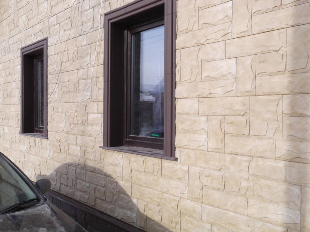Панели гранит саянский на стенах + отделка окон альта декор наличник и откос