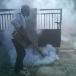 Petugas memfoging wilayah Kedungcangkring yang warganya banyak terserang chikungunya