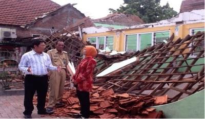 Gedung TK Dharma Wanita, Desa Semampir, Kecamatan Sedati yang tidak bisa segera diperbaiki karena BPBD terkendala anggaran