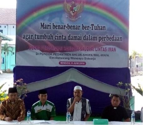 Forum Lintas Agama, Minggu (8/6/2014) berkumpul di Pondok Pesantren Ahlus Shofa  Wal Wafa Desa Simo Ketawang Kecamatan Wonoayu