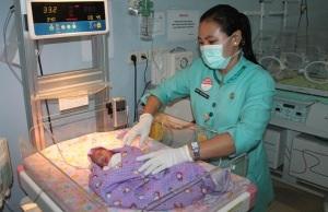 Bayi yang ditemukan warga diatas atap rumah dirawat di RSUD Sidoarjo