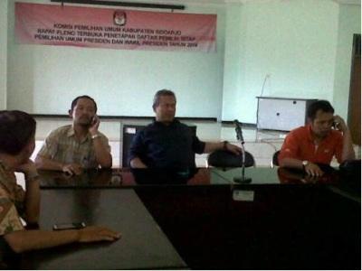 Anggota KPU Arif Budiman saat ke KPU Sidoarjo mengecek tahapan Pilpres